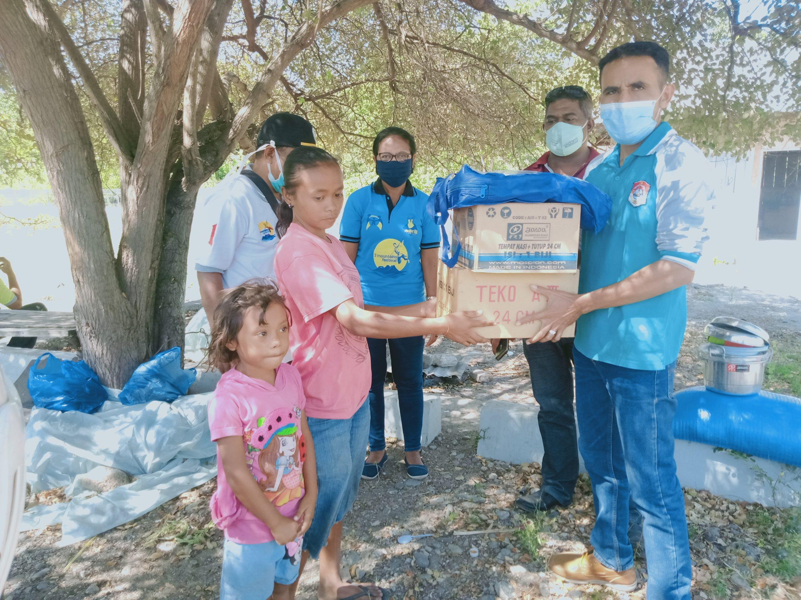 Tanggap Darurat Lintas Sektor, Bantu Janda Dan Anak Terlantar Di Pelabuhan Laut Lewoleba.