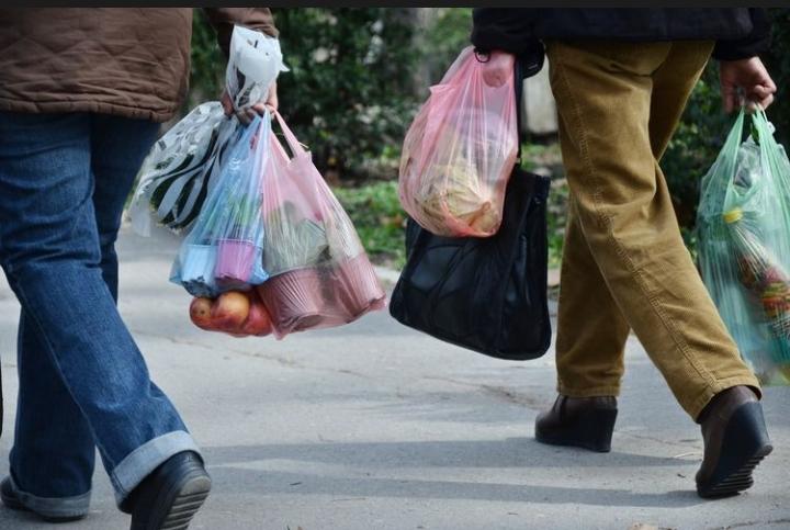 APPBI Sebut Sanksi Pencabutan Izin dalam Kebijakan Larangan Plastik Membebani Pengusah
