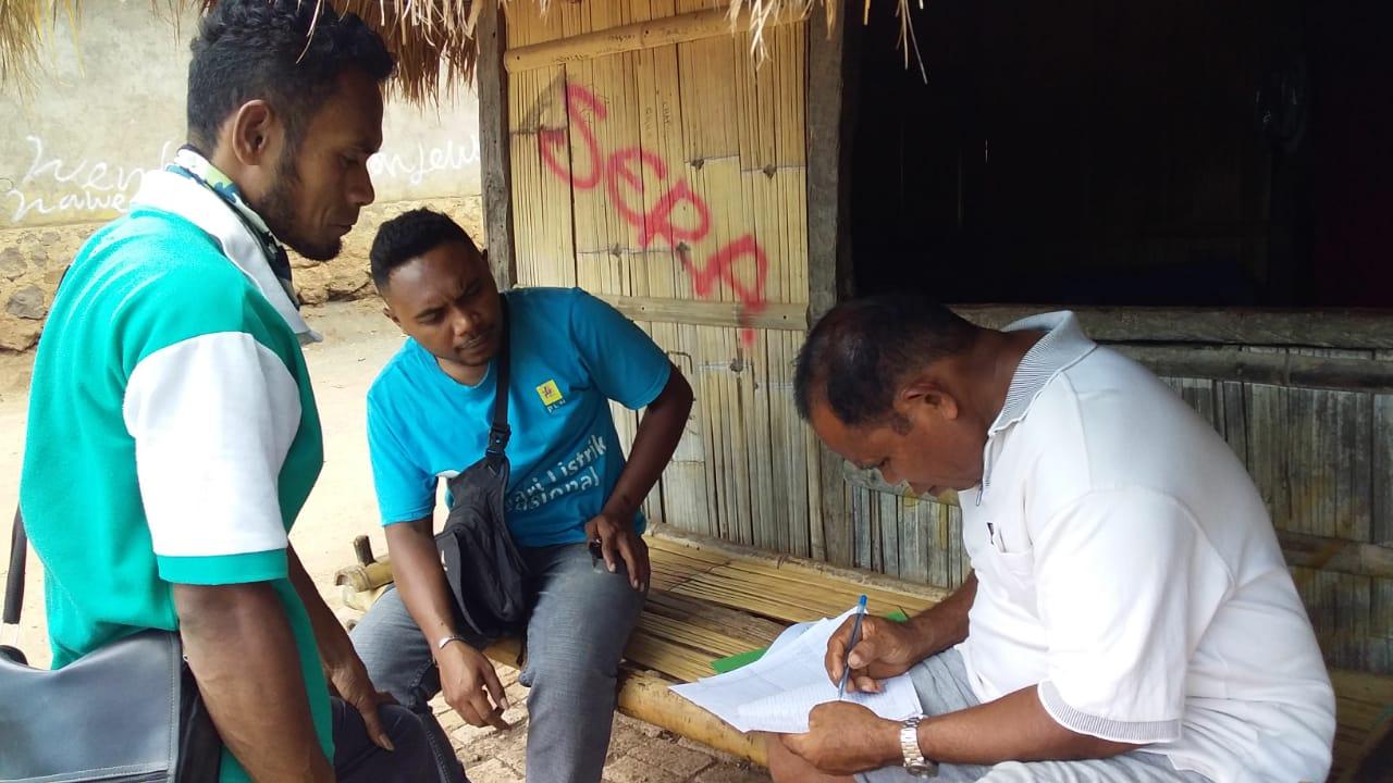 Petugas Rumah Jaga PLN Witihama,Lakukan Registrasi Ulang Meteran Listrik.