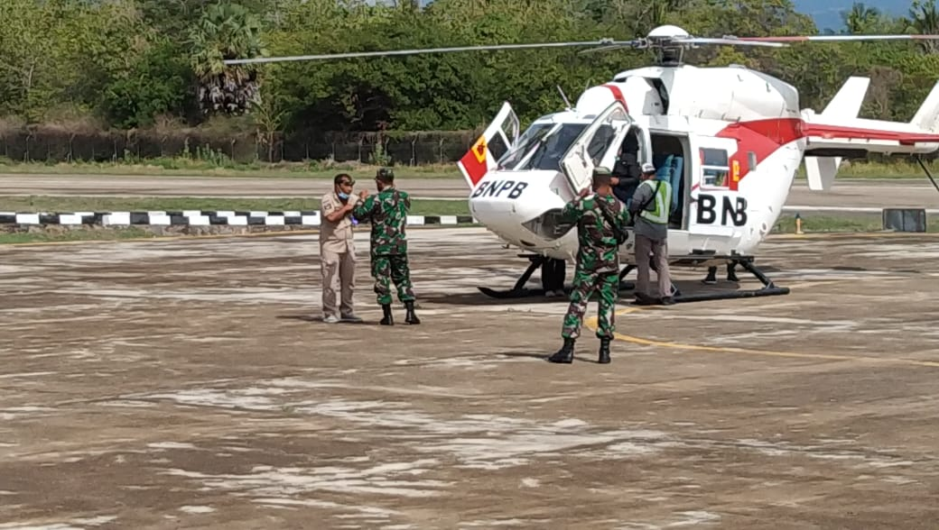 Gunakan Helikopter BNPB, Dandim Flotim Pantau Gunung Ile Lewotolok