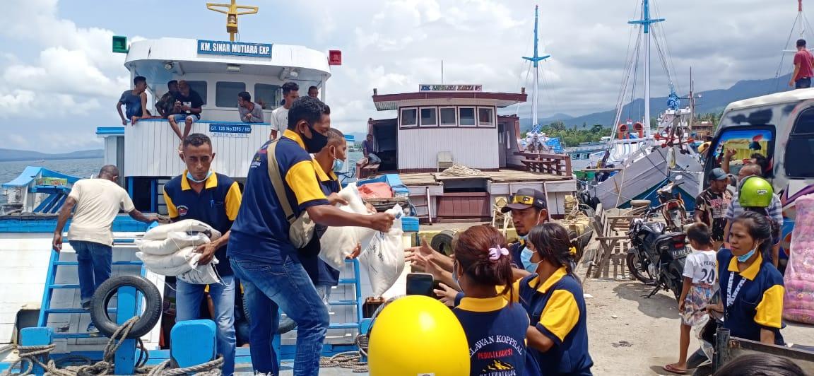 Bantuan Kemanusiaan PENA NTT untuk Pengungsi Gunung Lewotolok Bali Tiba di Lembata