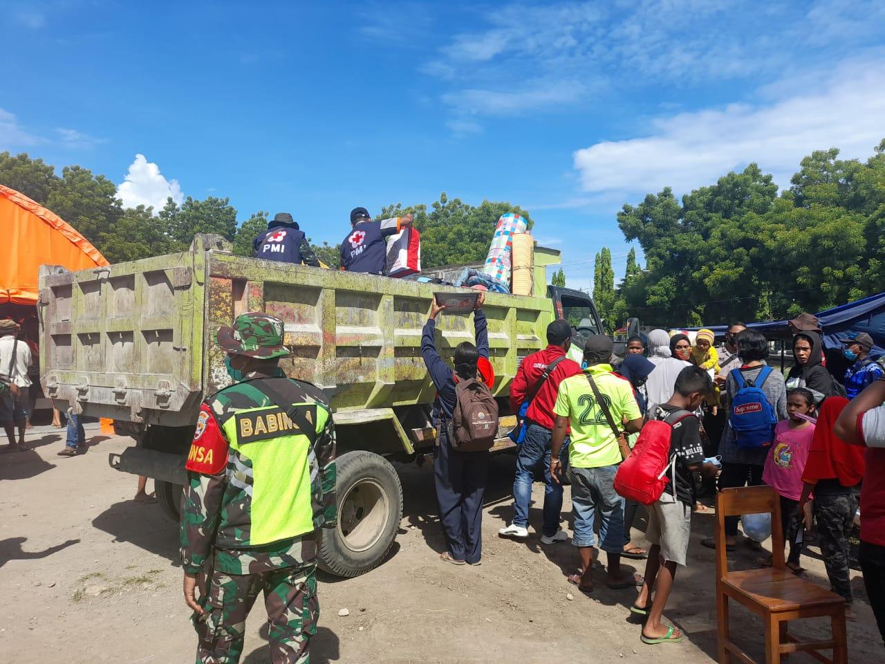 Pengungsi Di Pulangkan, Dandim 1624/Flotim Perintahkan Personil TNI Ikut Membantu.