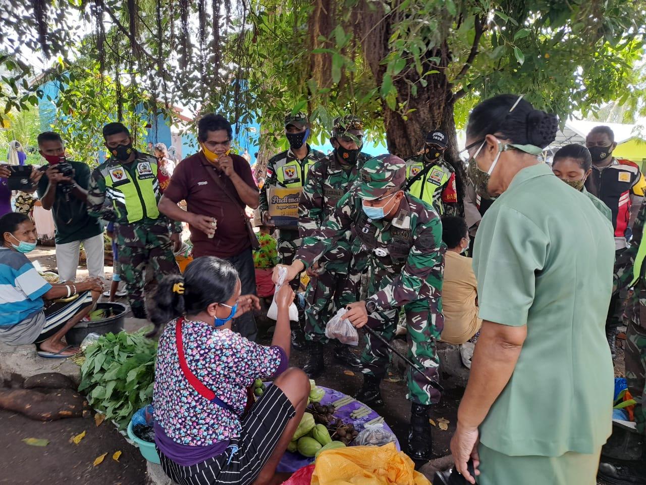 Kunjungi Wulandoni, Dandim 1624/Flotim Puji Kearifan Lokal Dan, Berharap Masyarakat Tetap Taati Protokol Kesehatan.