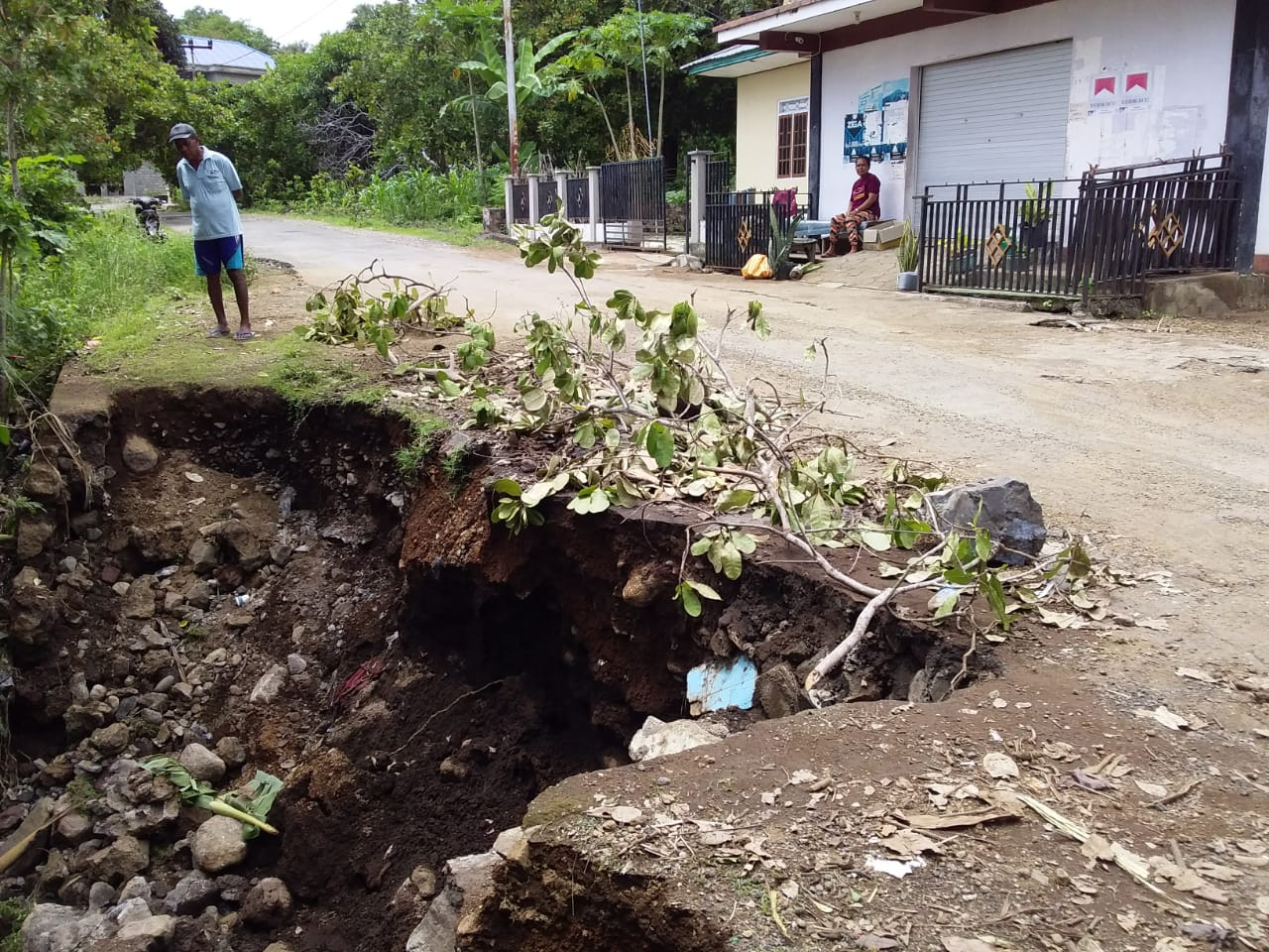 Curah Hujan Tinggi, Jalan Masuk Obyek Wisata Pantai Deri Rusak Berat