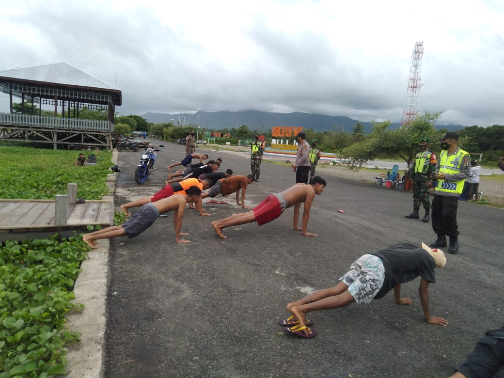 Di Lembata, TNI Dan Polri Kompak Patroli Protokol Kesehatan.