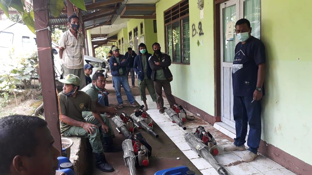 Inovasi Kesehatan Kecamatan Atadei, Linmas Dapat Pelatihan Foging di Puskesmas Waiknuit