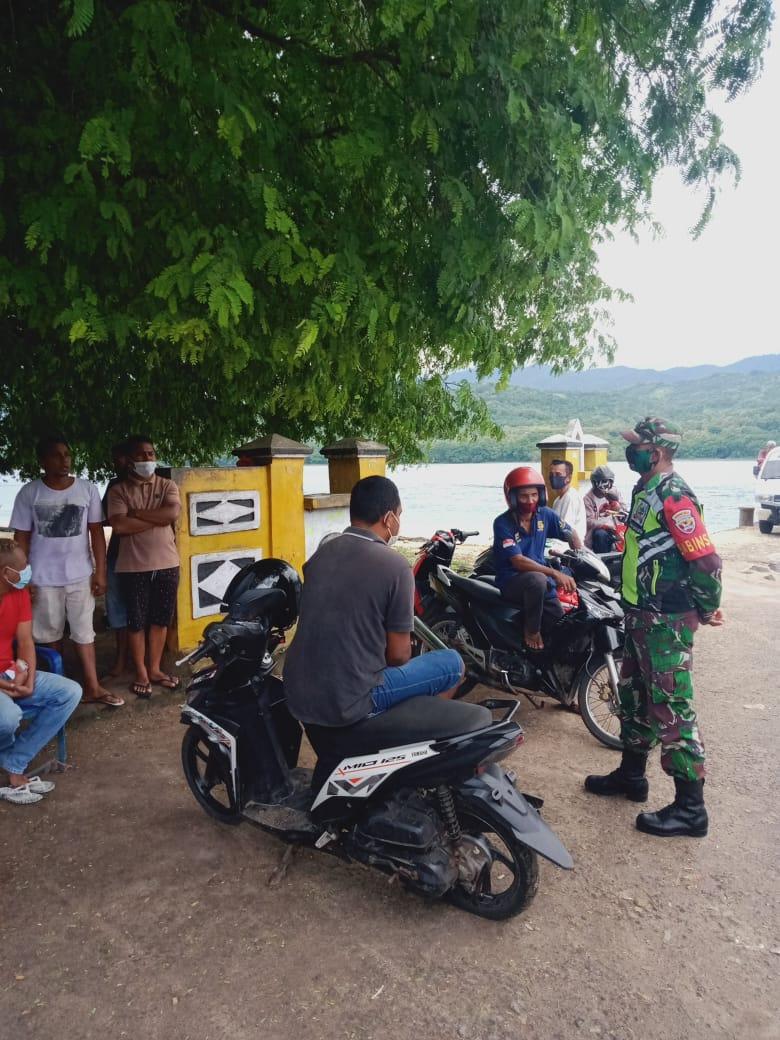 Babinsa Kelurahan Sarotari Tengah, Koramil 1624-01/Larantuka Ajak Warga Patuhi Protokol Kesehatan 3M