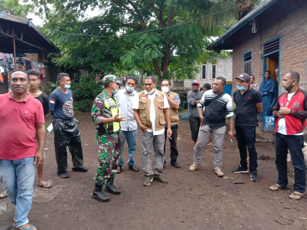 Tinjau Lokasi Banjir Adonara, Dandim 1624/ Flotim Himbau Warga Untuk Selalu Waspada Dengan Kondisi Alam.