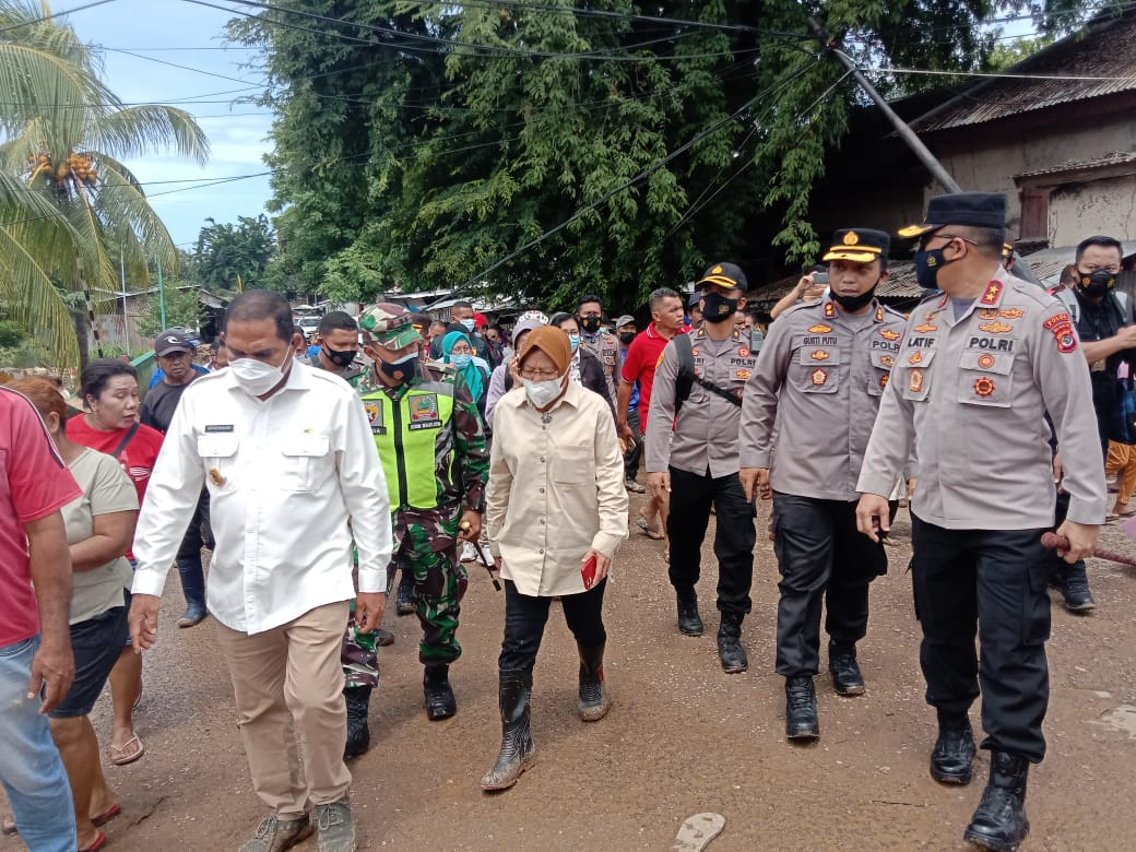 Dandim 1624/Flotim, Kapolres Flotim Dampingi Kapolda NTT Dan Kemensos Tinjau Lokasi Banjir Di Kecamatan Adonara.
