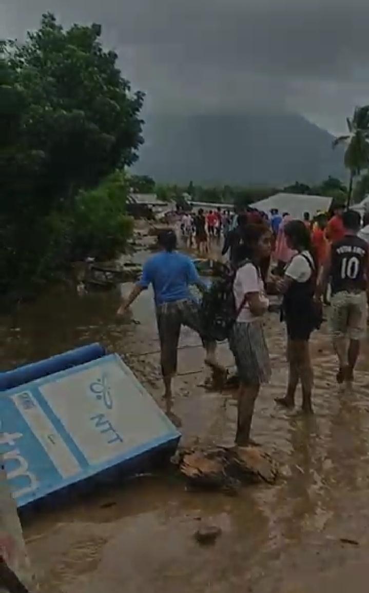 Banjir Bandang Masyarakat Adonara Dan Lembata, Jadi Korban.