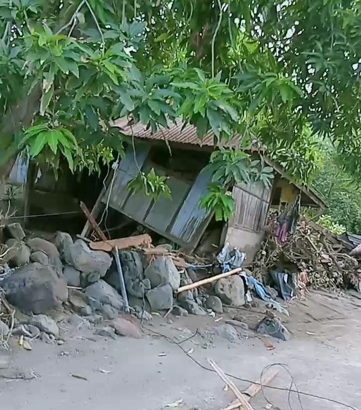 """Agustinus Duli, Korban Banjir Desa Lamawolo, """"Saya Bersyukur Tuhan Dan Leluhur Masih Menjaga, Kami Sekeluarga"""""""
