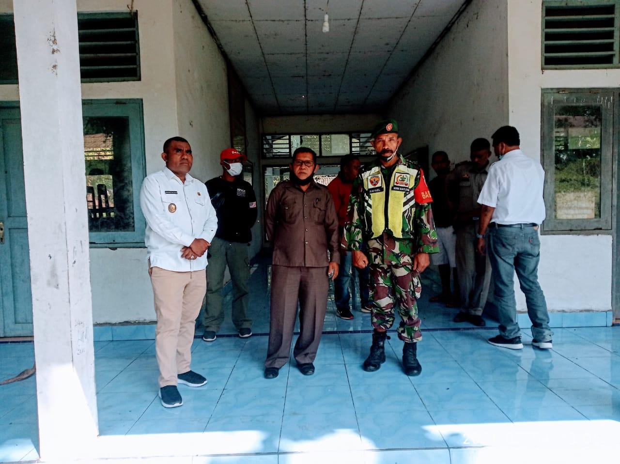 Wakil Bupati Flotim Agus Boli, Pimpin Musyawarah Bersama, Terkait Hunian Sementara Pengungsi Di Waiwerang Kota.